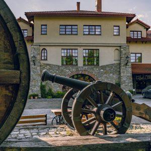 Folwark Stara Winiarnia - Dziedziniec