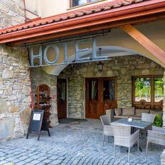 Hotel Folwark Stara Winiarnia - wejście