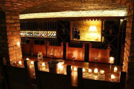 XVI - wieczny Kasztel Folwark Stara Winiarnia - degustacja wina