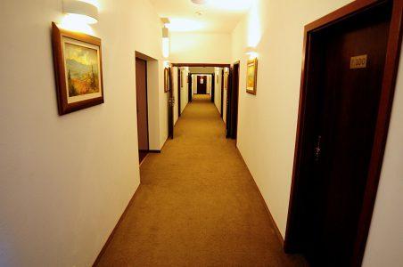 Hotel Folwark Stara Winiarnia - korytarz